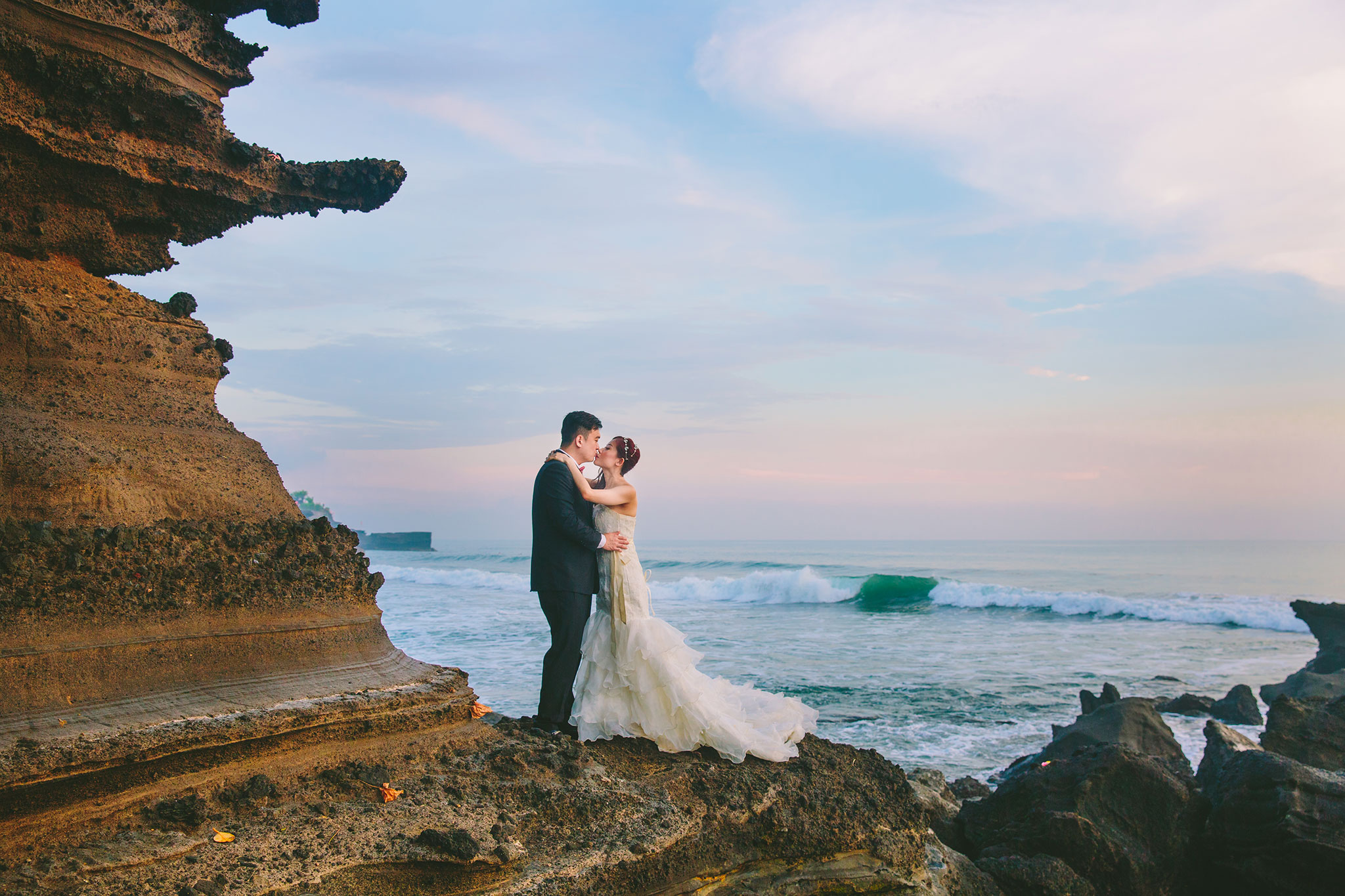 Bali Wedding Photo at Tanah Lot - Hery Portrait