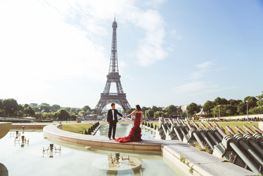 paris pre-wedding photo session france daria lorman oenthreeonefour