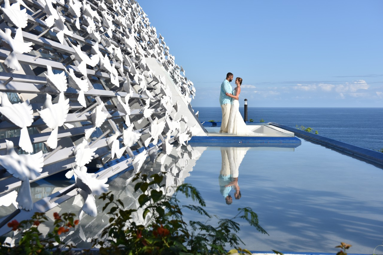 Simple renewal of vow in bali 39 s banyan tree resort blog for Bali mariage location