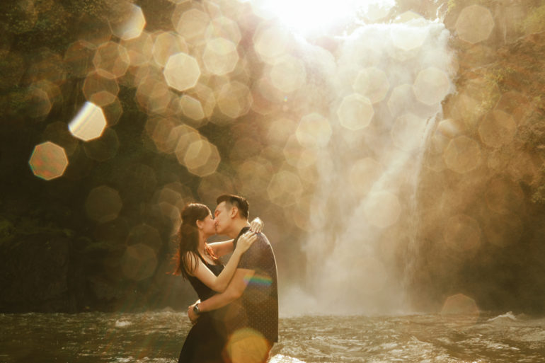 pre-wedding photo at tegenungan waterfall in bali