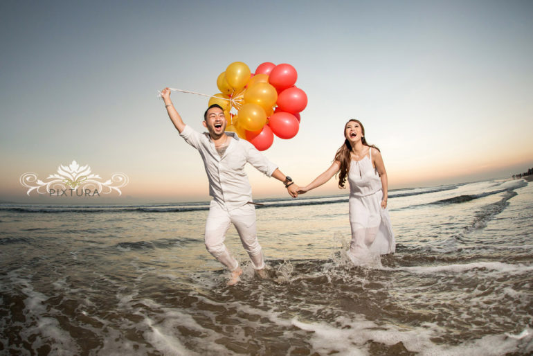 Fun and easy props for pre-wedding photoshoot - Bali Pixtura