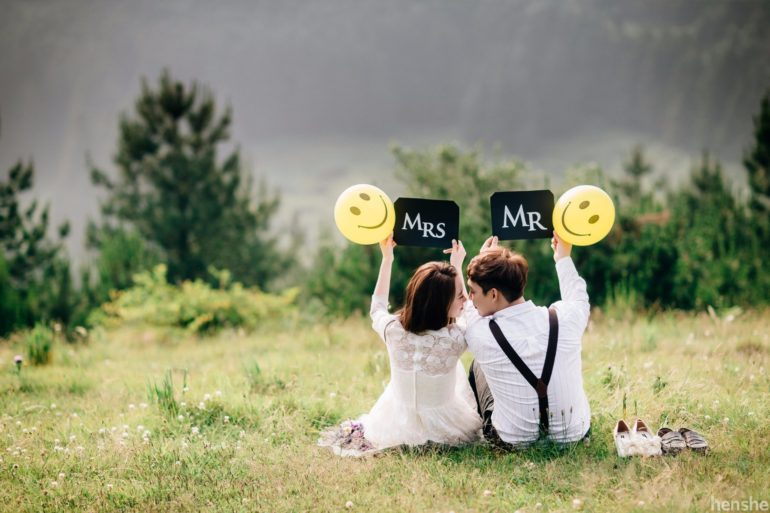 Fun and easy props for pre-wedding photoshoot - Henshe Snap