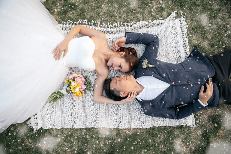 30 Romantic Fun Pre Wedding Shoot Poses That Engaged Couple Needs To Try Onethreeonefour