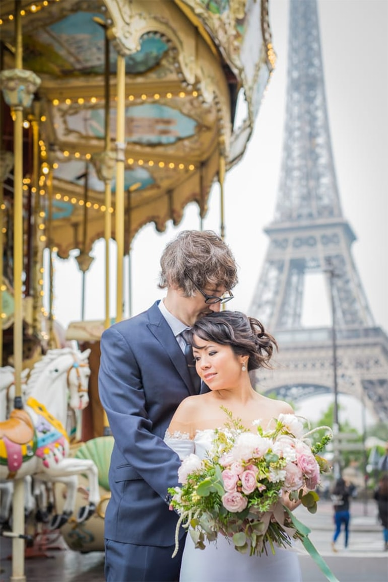 paris engagement carousel