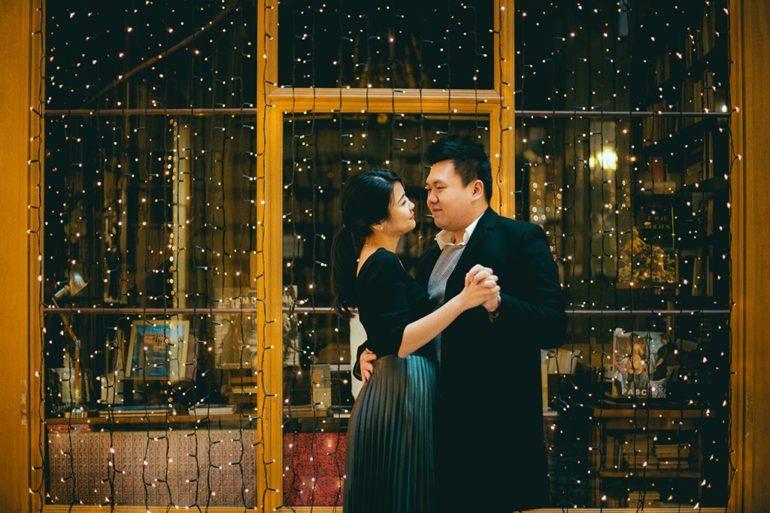 paris gallery vivienne couple engagment