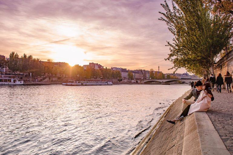 paris seine river sunset couple